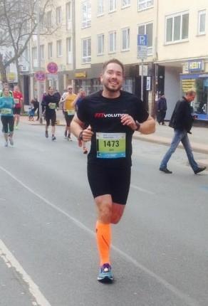 Jahn im Fitvolution Laufshirt beim HAJ Marathon