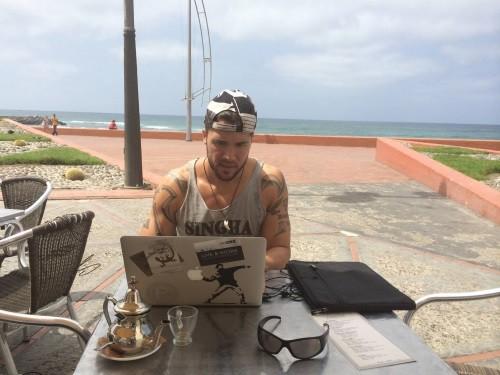 Marcus Meurer im Surf Office auf Gran Canaria