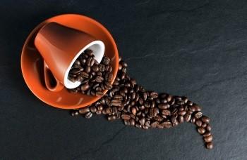 4 Tassen Espresso stecken in einem Trainingsbooster