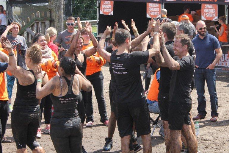 Team Fitvolution im Ziel beim Tough Mudder Nord 2016