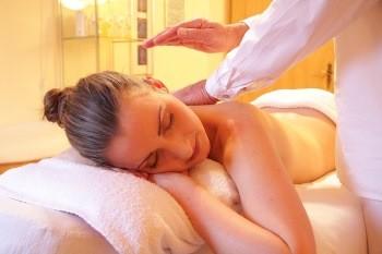 Muskelkater was tun - sanfte Entspannungsmassagen können hilfreich sein