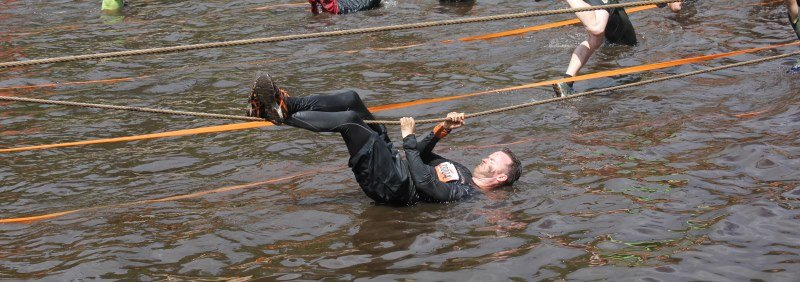 Überaschungshinderniss Flussüberquerung Tough Mudder Nord 2017 Team Fitvolution