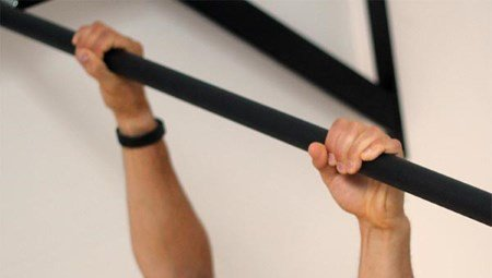 Grundübungen im Bodyweight Training - Klimmzüge im Ristgriff