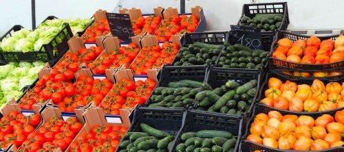 Gemüse auf dem Markt kaufen