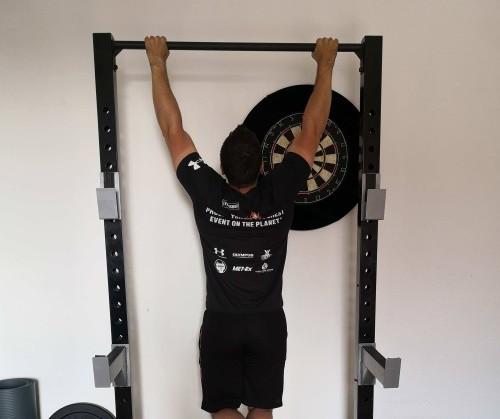 Klimmzug-Training Ausführung Obergriff weit