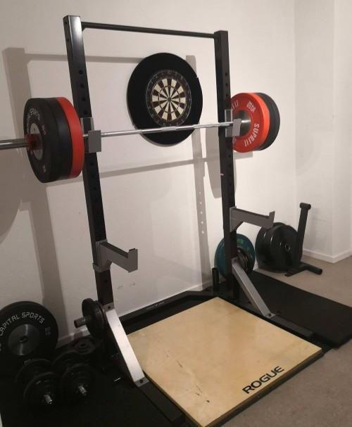 Mein Homegym-Equipment mit meinem Squat-Rack