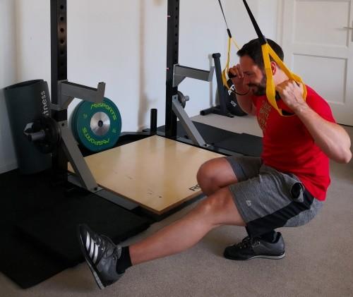 Der Pistol-Squat ist eine der besten Fitnessübungen für zuhause für Fortgeschrittene