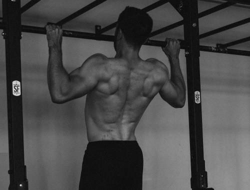 Klimmzüge - Fitnessübungen für zuhause - Bodyweight-Rückentraining Fitvolution