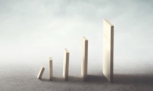Ziele erreichen durch den positiven Domino-Effekt gezielter kleiner Veränderungen