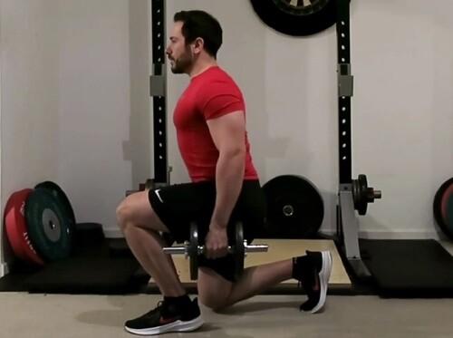 Rückwärts-Ausfallschritte eine der besten Kurzhantel-Übungen