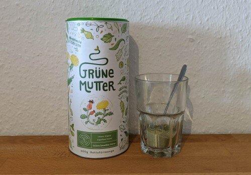 Grüne Mutter - der Greens-Gemüsesaft-Superfood-Shake